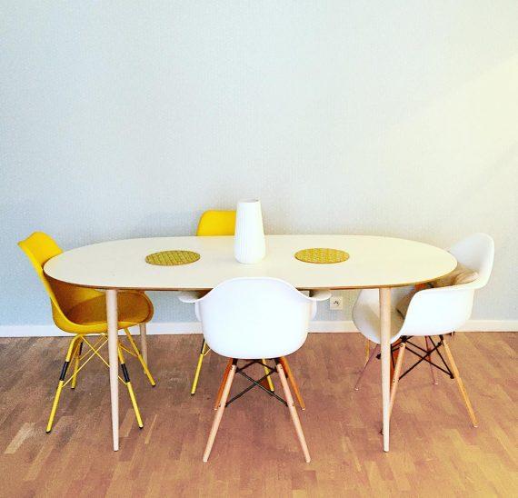 Table design moderne avec 4 pieds bois STIC